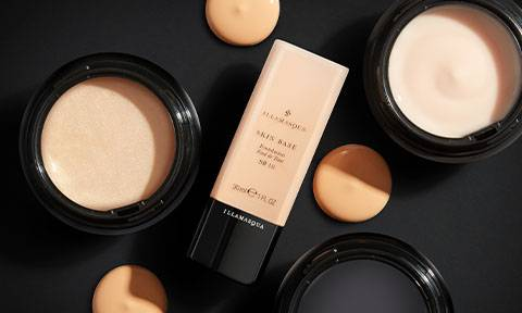 Express yourself with our long-wearing formulations. Whether you're contouring, illuminating or building a base, our products promise glow and depth no matter the look.