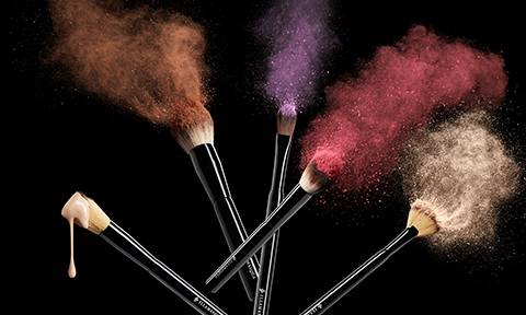 PENNELLI E ACCESSORI TRUCCO - Trova il pennello giusto per la tua arte e scopri tutti gli accessori professionali essenziali.