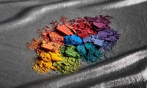 Unleash your inner self through our range of powerful eye shadow palettes. Define your eyes with the best eye shadow palettes available and experiment with colour and finishes.