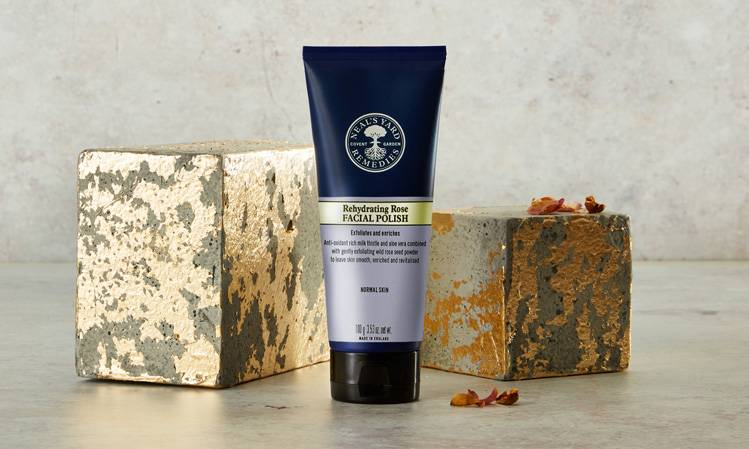 With skin-conditioning organic honey, neroli oil and smoothing organic rice powder to leave skin feeling soft and smooth.