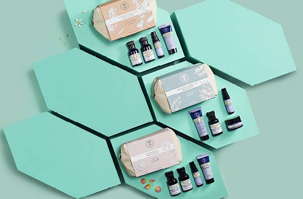 Deluxe samples and skincare kits