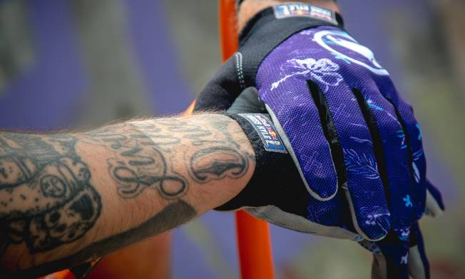 Shop Kriss Kyle x Red Bull Hummvee lite glove