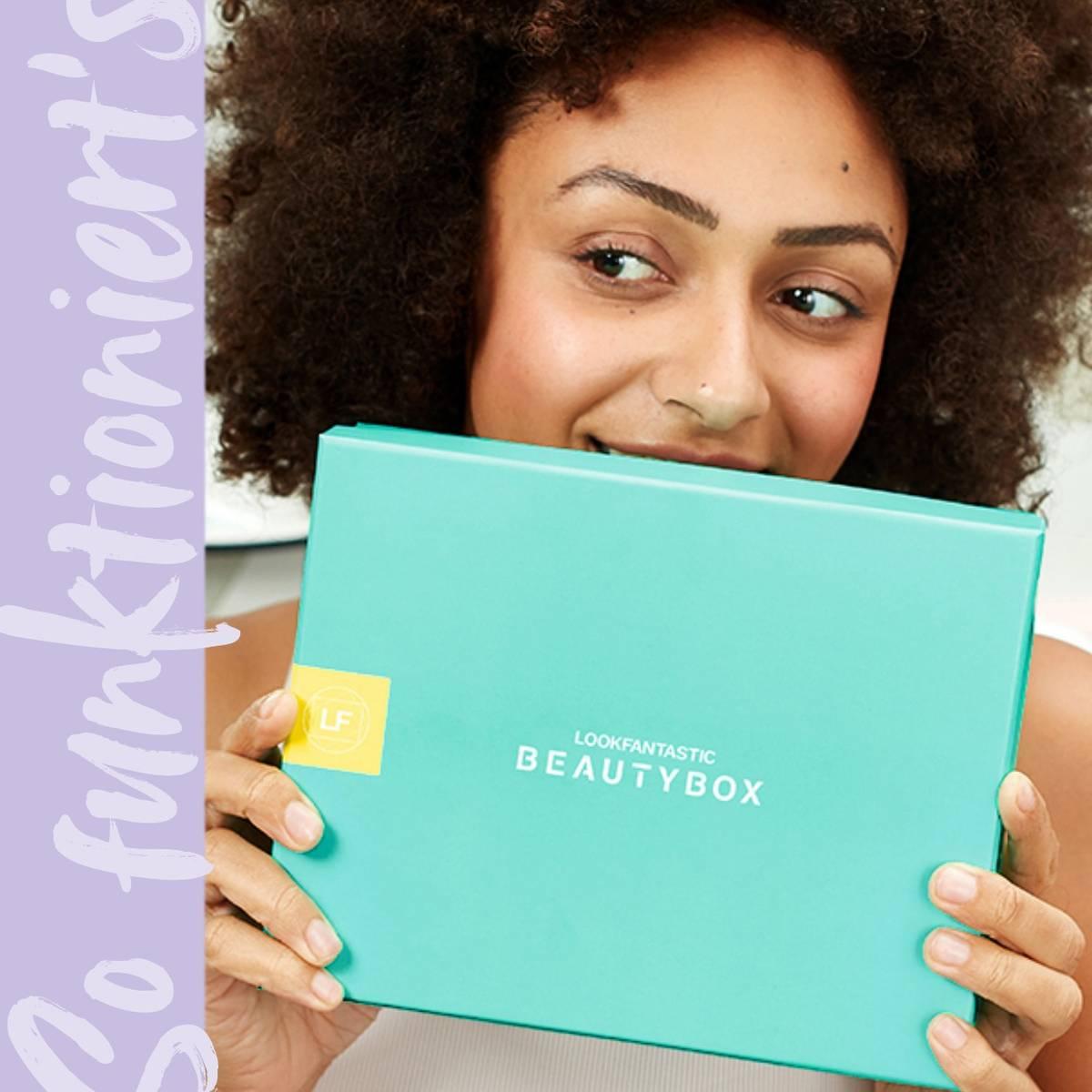 Erfahre mehr über die <b>lookfantastic Beauty Box</b>, eine monatliche Abobox, die 6 handverlesene Beautyprodukte im Wert von mindestens 50,00 € direkt zu dir nach Hause liefert.