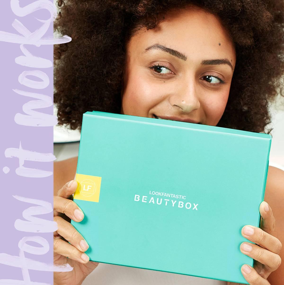 En savoir plus sur la <b> Beauty Box lookfantastic </b>, un coffret d'abonnement mensuel qui contient 6 produits de beauté triés sur le volet d'une valeur d'au moins 50 € directement livré chez vous.