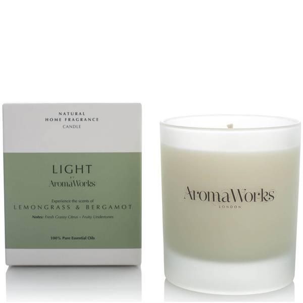 Ароматическая свеча с лемонграссом и бергамотом AromaWorks Light Range Candle - Lemongrass and Bergamot 30 сл