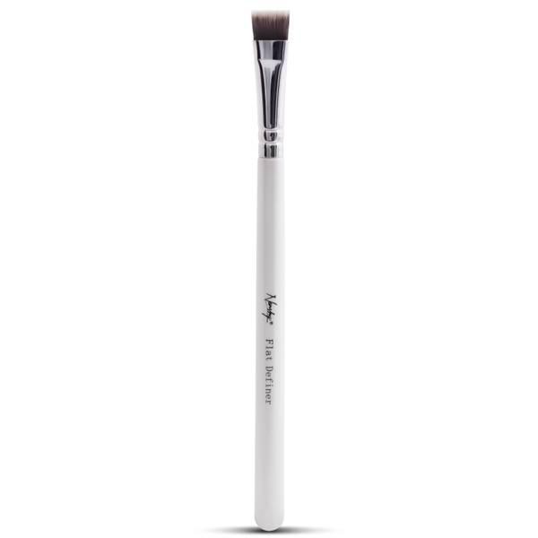 Nanshy Flat Definer Brush - Pearlescent White