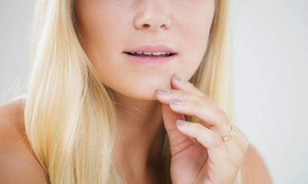 The Differences Between Acne and a Skin Rash on the Face