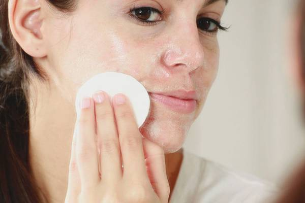 How to Use Glycolic Acid & Other Treatments to Fade Acne Scars