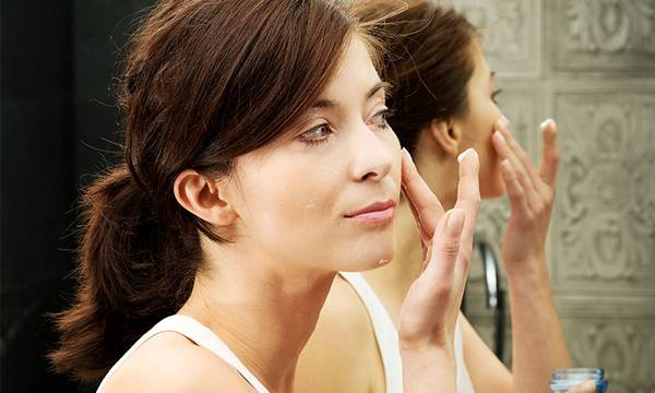 5 Skin Care Products Every Anti-Aging Regimen Should Have (And Why)