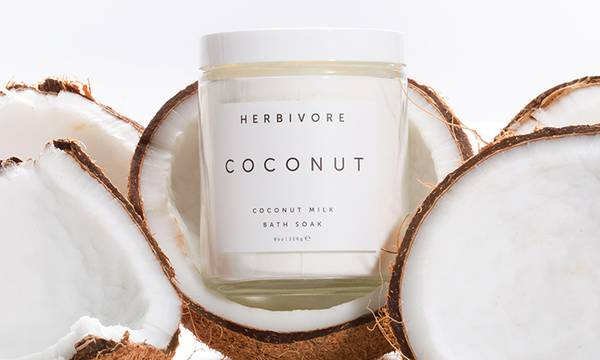 9 Reasons to Use Coconut Oil in Your Beauty Routine