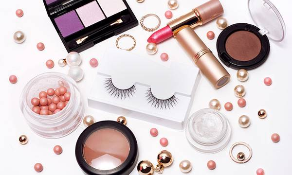 7 Dermatologist Tips for Applying Makeup on Acne-Prone Skin