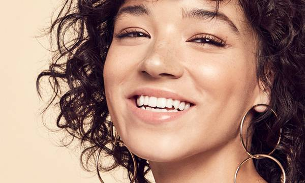 6 Things You Can Do at Home to Whiten Your Teeth and Brighten Your Smile