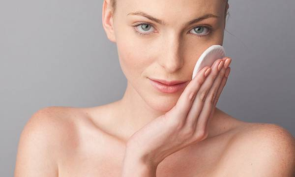 How to Remove Blackheads….Scrubbing Is NOT the Answer!