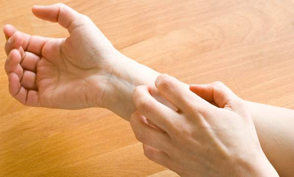 10 Possible Causes of Itchy Skin & How to Get Relief