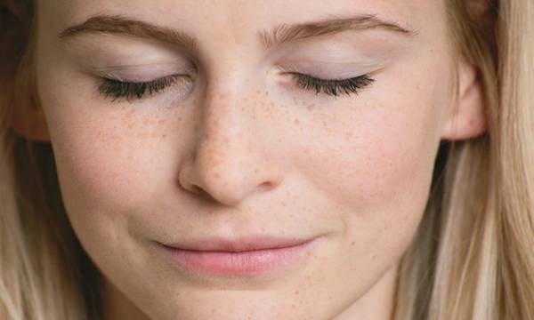 3 Possible Reasons Your Eyelashes Are Falling Out