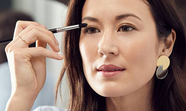 Bright-Eyed Beauty: 10 Makeup Techniques That Will Make Your Eyes Pop