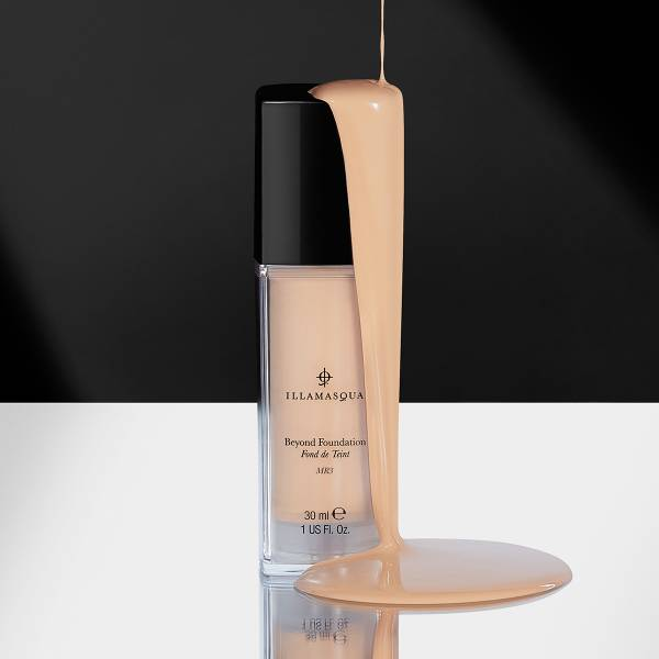 100% Vegan and Cruelty free. Moisture-packed formula with Hyaluronic Acid, helps reduce the appearance of fine lines.<br><br>Also includes Vitamin E which is renowned for protecting skin and boosting collagen.Leaves all skin tones with envied luminosity and glowing complexion, allowing your inner light to shine through.