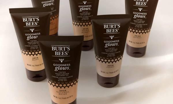Imagen que muestra los seis tonos del humectante teñido de Burt's Bees