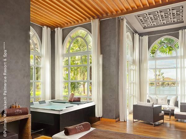 Au coeur de la Palmeraie, l'hôtel Pullman Marrakech Palmeraie Resort and Spa***** vous offre un réel moment de bien-être dans le Fit and Spa Lounge by NUXE. Entouré de 17 ha de jardins, c'est le lieu idéal pour découvrir les bienfaits des soins orientaux.<br><br>  Composé de 4 cabines, hammam et jacuzzi, le Spa offre un cadre magique avec sa fontaine entourée de colonnades et son ciel vitré.<br><br>  La carte propose les incontournables des Spas NUXE et en exclusivité, 3 « Voyages d'Exception » qui combinent la sensorialité glamour de l'Huile Prodigieuse® OR avec des techniques manuelles expertes.