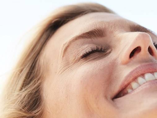 Routine visage +50 ans. Du nettoyant à la crème de nuit, découvrez les produits correspondants à votre besoin.