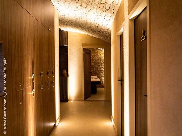 10-12, boulevard Maréchal Foch 21200 BEAUNE reservation@cedrebeaune.com<br> Tél.: +33 (0) 3 80 24 01 01