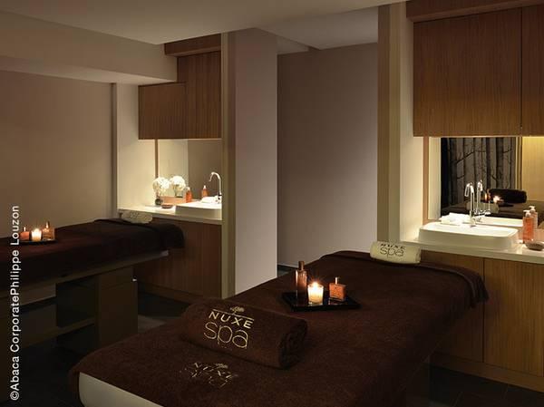 Contraste audacieux entre architecture classique et design contemporain, le Spa NUXE Balthazar Hôtel & Spa offre une atmosphère à la fois raffinée et élégante en plein coeur de Rennes.<br><br>  Conjuguant esthétisme et authenticité, le Spa est composé de 4 cabines dont une double, d'un parcours sensoriel aquatique exceptionnel, d'un hammam au ciel étoilé, d'un sauna, et d'une salle de fitness.<br><br>  La carte reprend les somptueux soins visage, corps et massages des Spas NUXE et une Escapade sur-mesure, l'Escapade