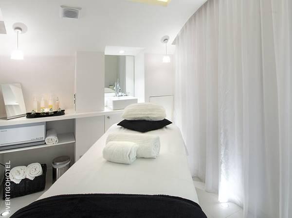 3, Rue Devosge - 21000 Dijon<br>  reservations@vertigohoteldijon.com<br> Tél.: 03 80 40 40 40