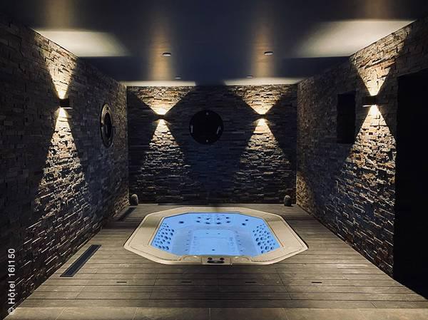 Au coeur de la Vallée de Vars et du domaine de la Forêt Blanche, découvrez le Spa NUXE de l'Hôtel 16 150**** à Vars.<br><br> Équipé de 2 cabines de soins dont 1 duo aux allures de cocoon, d'un spa à débordement, d'un sauna aux murs de sel et d'un hammam, ce refuge de 300 m² est le lieu idéal pour se détendre après une journée en altitude.