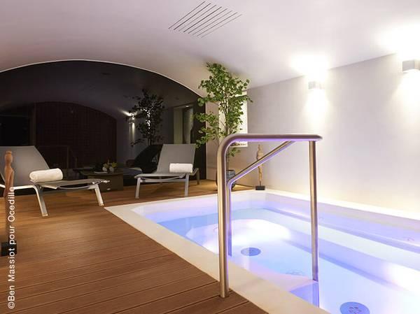 43, Rue des Mathurins - 75008 Paris <br>  reservation@le-mathurin.com Tél.: 01 44 94 20 94