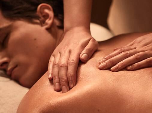 Des soins sur-mersure adaptés aux peaux masculines, développés exclusivement par NUXE Spa.
