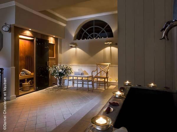 7, Rue du Lavoir - 21520 Courban spa@chateaudecourban.com<br> Tél.: 03 80 93 09 20