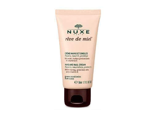 Les crèmes pour les mains NUXE nourrissent, apaisent, et réparent les zones sèches et abîmées.