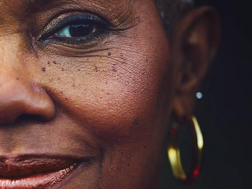 Routine visage +60 ans. Du nettoyant à la crème de nuit, découvrez les produits correspondants à votre besoin.