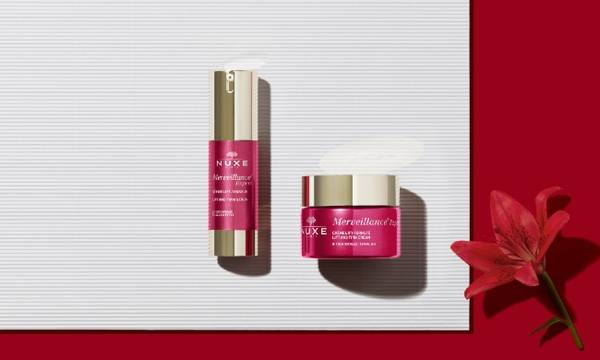 Merveillance Expert. This range of anti-aging care, with Daylily Oléoactif® lifts and firms the skin.