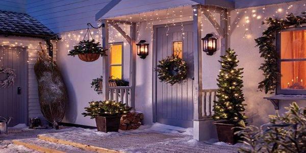 How to hang Christmas light outside