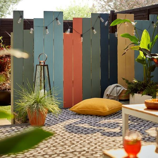 How to create a garden fence divider