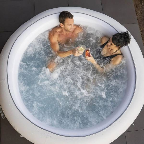 Spas, hot tubs and pools