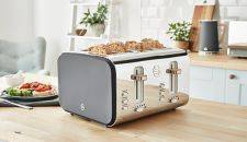 Kitchen Electricals - Silver toaster