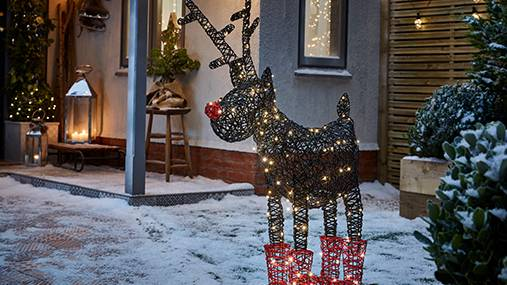 10 lighting ideas to bring the beauty of Christmas to your outdoors