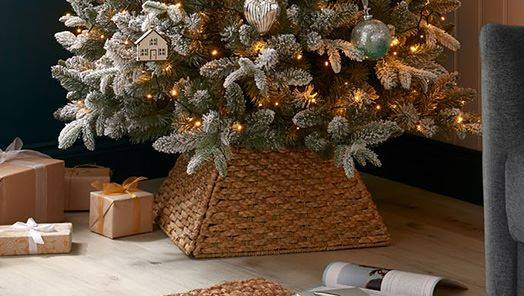 Tree Skirts & Stands