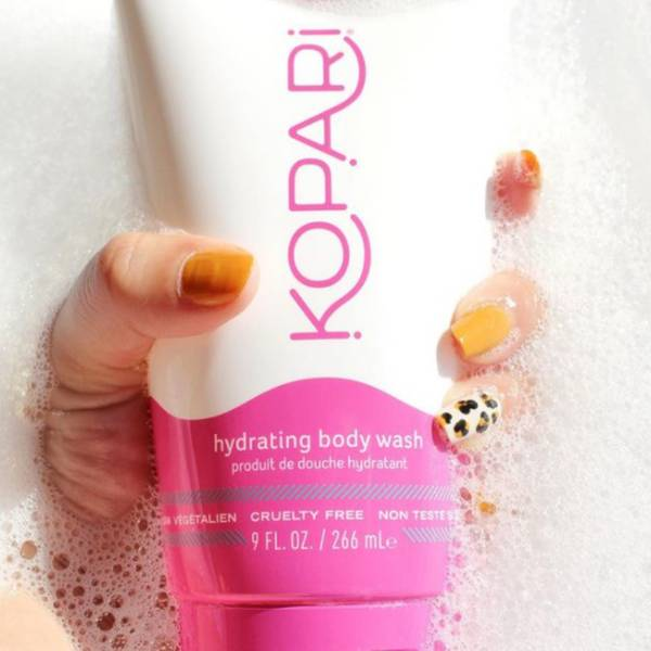 Hydrating gel body wash with aloe and sea kelp