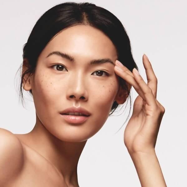 Hitta din ansiktsrengöring, ampull / serum, ansiktskräm, ögonkräm och mask till din hudvårdsrutin för trätt & gråglåmig hud.