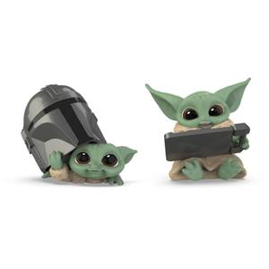 Star Wars The Bounty Collection The Child 2-Pack Helmet Peeking, Datapad Tablet Poses Figures