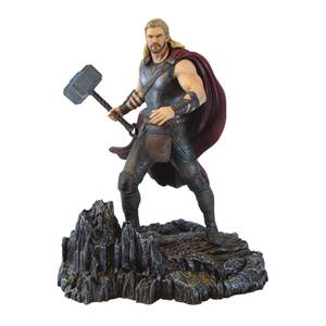 Diamond Select Marvel Gallery Thor: Ragnarok PVC Figure - Thor