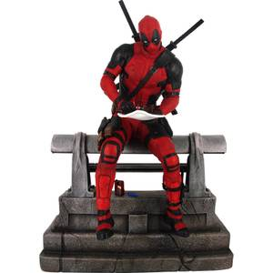 Diamond Select Marvel Premier Collection Statue - Movie Deadpool